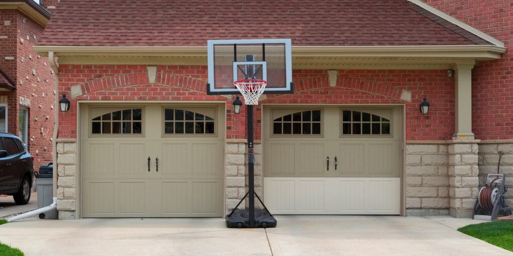 The 7 best portable basketball hoops in 2018 spalding for Basketball garage